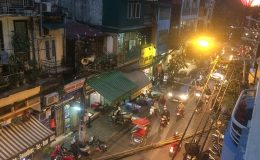 Authentic Gems Travel- Photo showing the chaos of the streets of Hanoi, Vietnam
